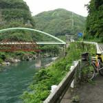 日之影の町の手前にて。諸塚、北郷に抜ける橋と、手前が壊れた鉄橋。